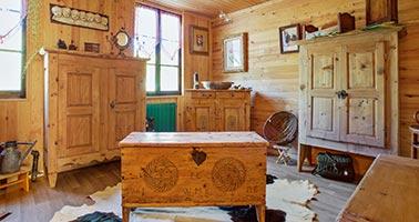 d p t vente de meubles et objets anciens savoyards ugine savoie. Black Bedroom Furniture Sets. Home Design Ideas