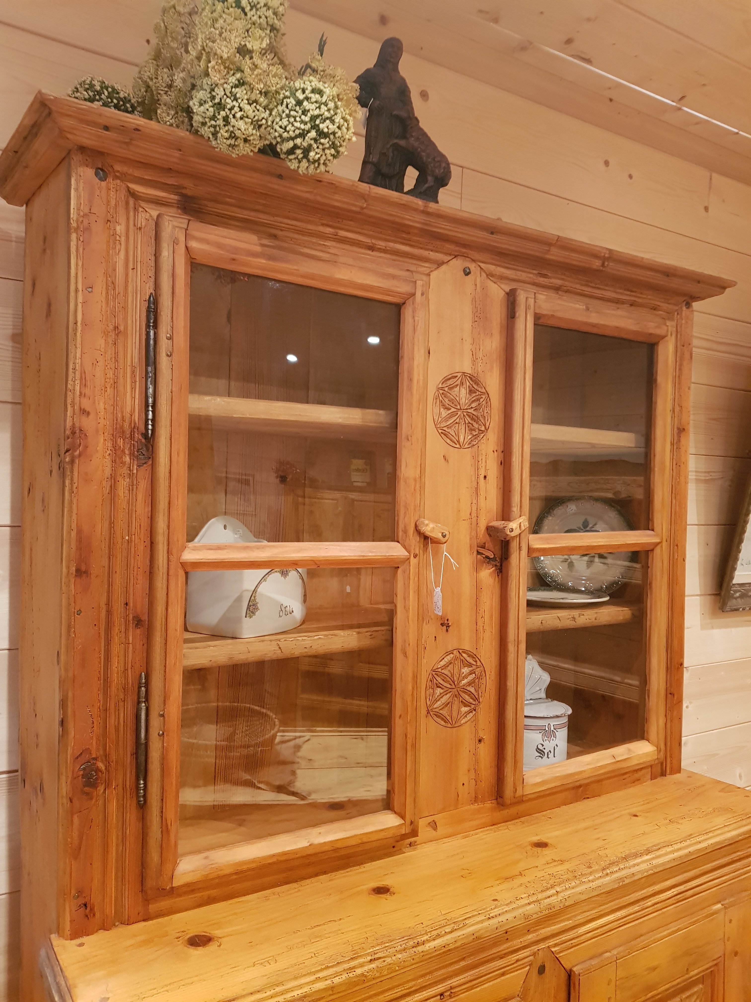meuble mobilier savoyard annecy antiquite au vieux parchet st ferreol faverges. Black Bedroom Furniture Sets. Home Design Ideas